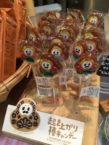 "Komachiトラベル:近江町市場の老舗の飴屋「たなつや」さんの""起き上がり棒キャンデー"""